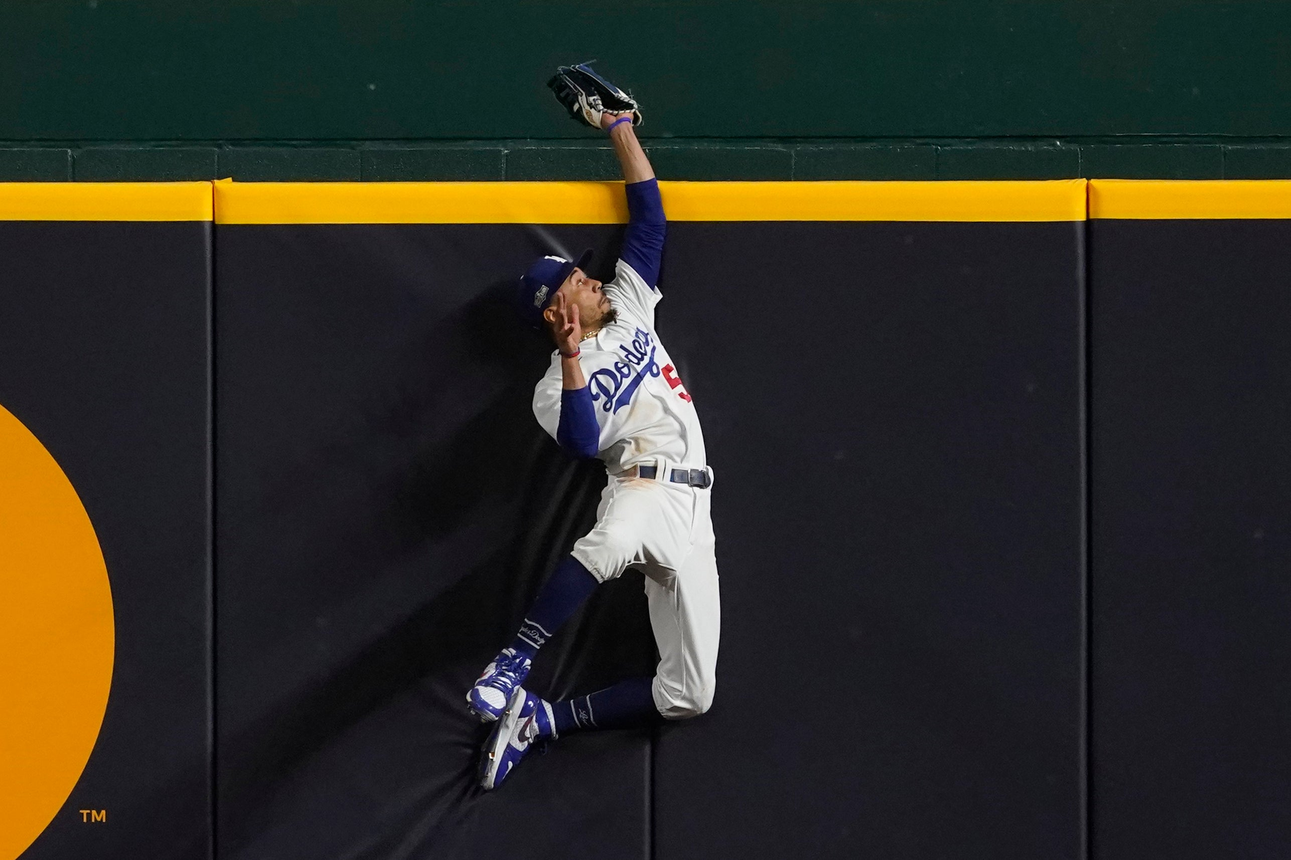 Catch this! Betts saves Dodgers with 3rd web gem in 3 nights