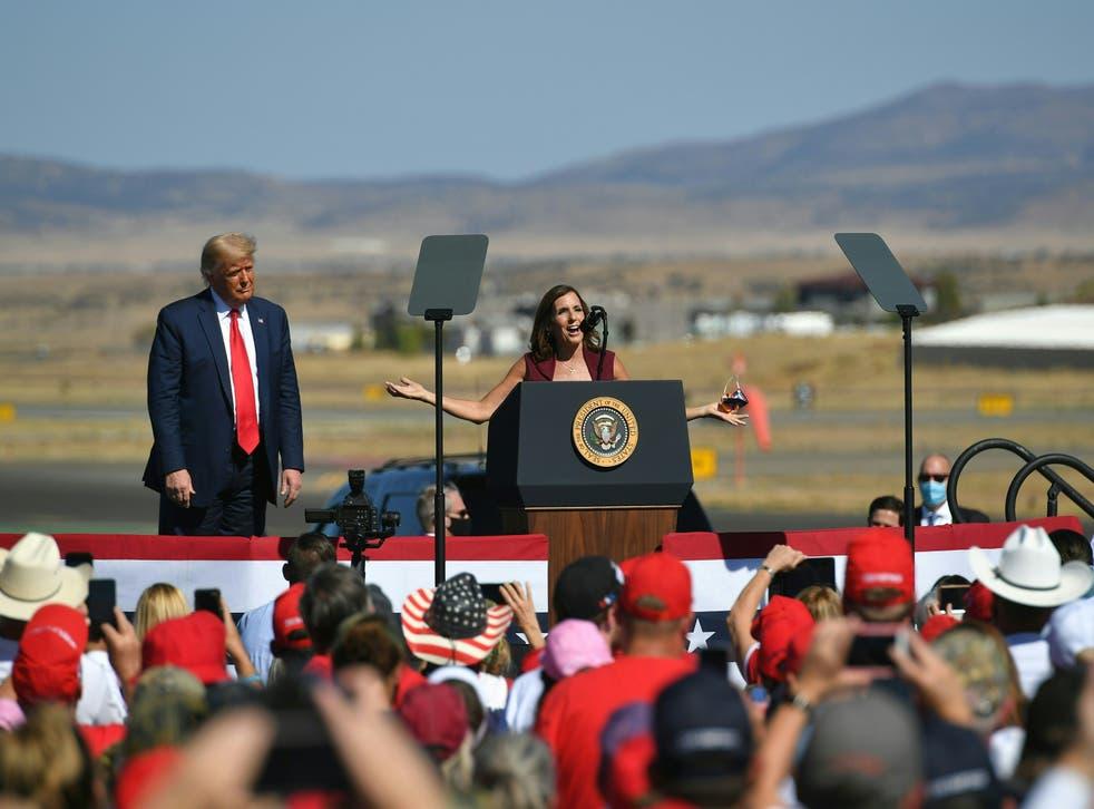 El candidato demócrata por Arizona lleva clara ventaja en las encuestas