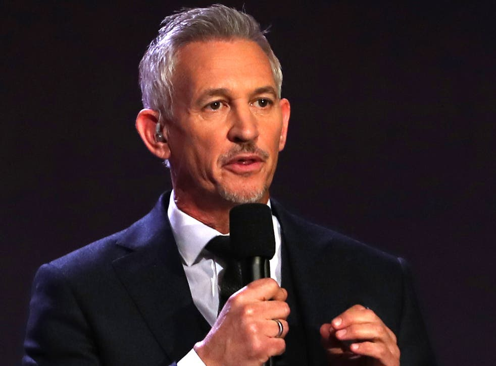 Presenter Gary Lineker has apologised after he was spotted not wearing a mask while shopping