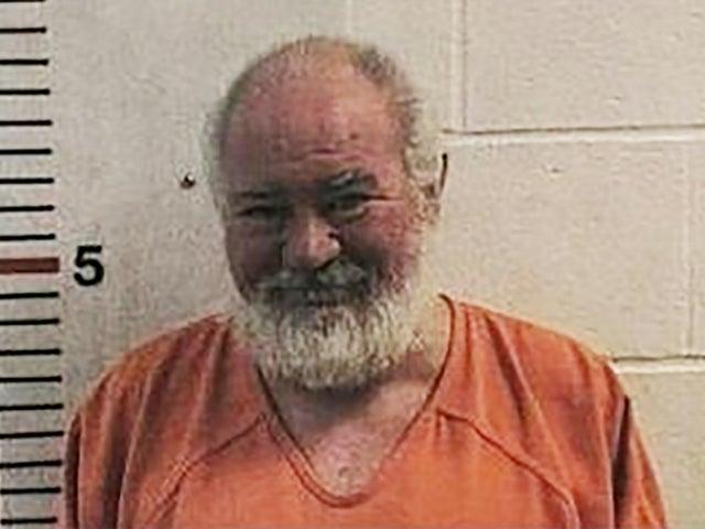 Bob Lee Allen, quien realizó la cirugía ilegal, es uno de los hombres que enfrenta cargos.