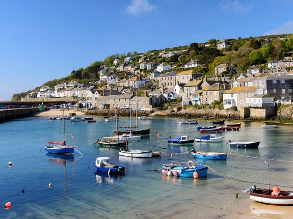 Northerners not welcome: Cornwall tourist bosses tell holiday-makers from tier 3 to stay away - EpicNews