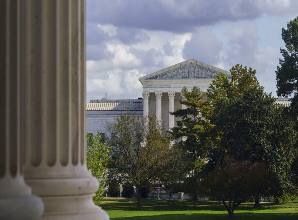 El edificio de la Corte Suprema de Estados Unidos, visto desde la sede del Senado, en el Capitolio.