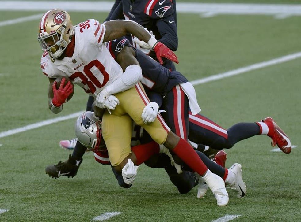 Jeff Wilson Jr. corrió para 112 yardas y tres touchdowns
