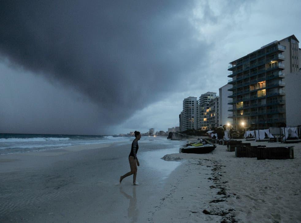 La tormenta tropical Zeta se acerca a Cancún, México