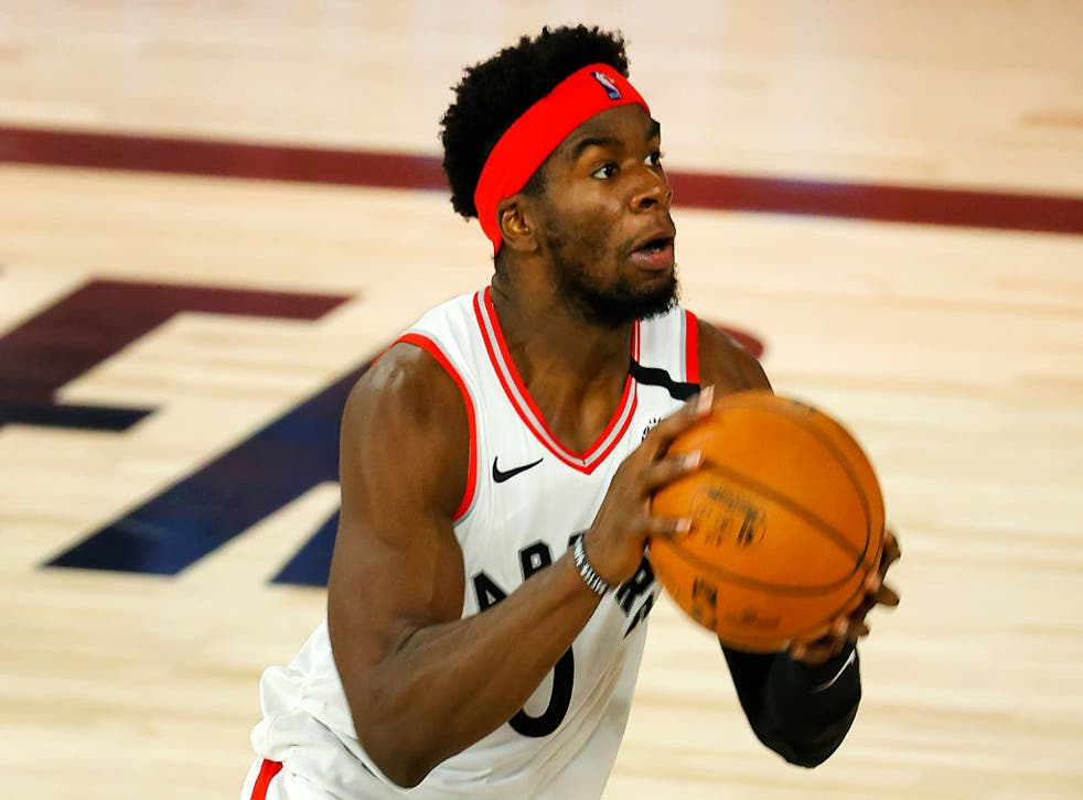 Davis, un base de 23 años, jugó baloncesto colegial en Mississippi antes de que llegar con los Raptors como agente libre fuera del draft antes de la campaña 2019-20.