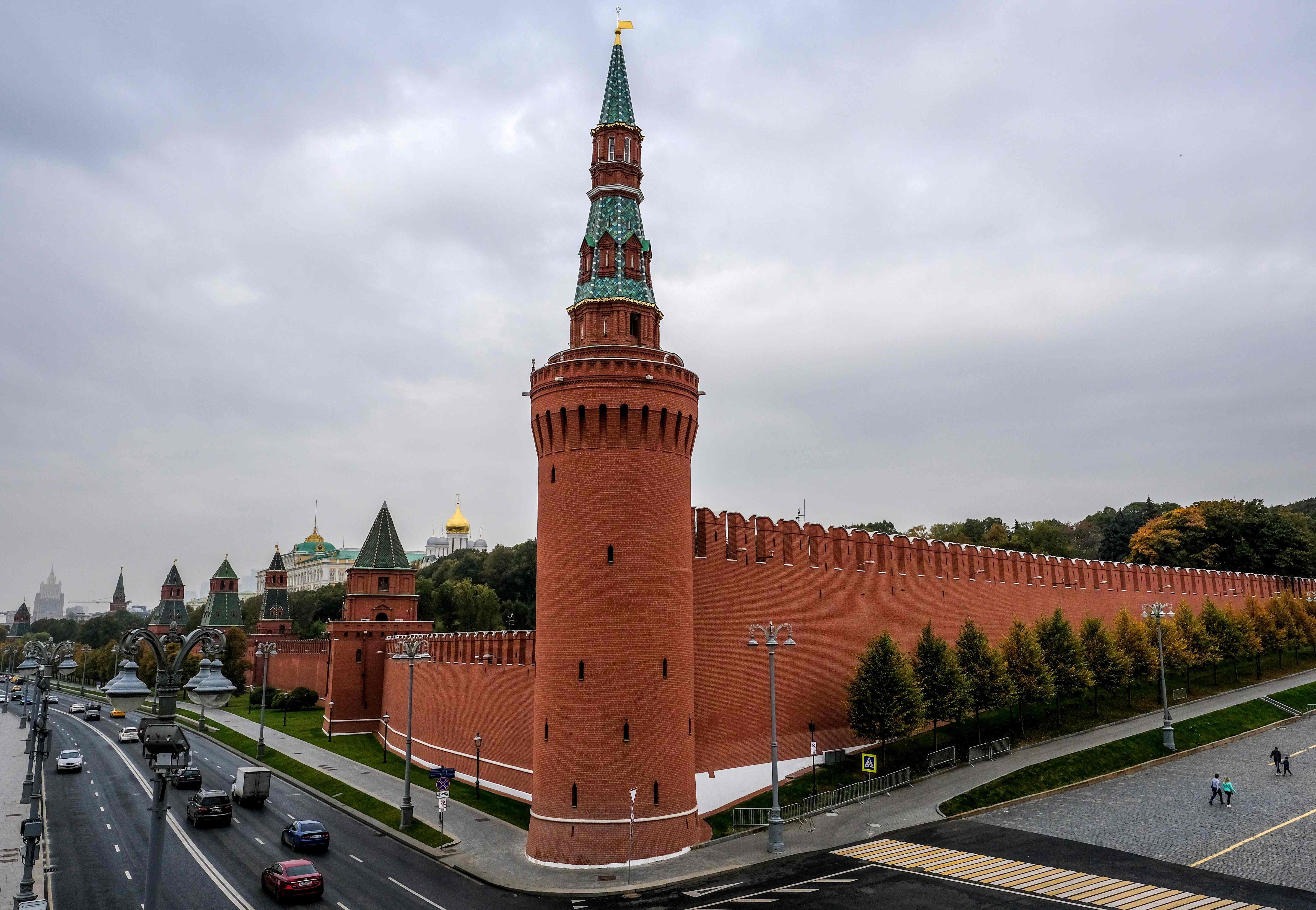 Russia: Teenager shot dead in Muslim-majority Tatarstan after stabbing police officer