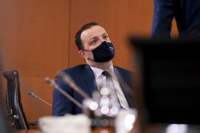 El ministro de Salud de Alemania, Jens Spahn, asiste a una reunión en Berlín.