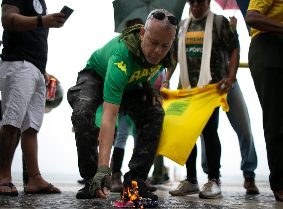 """<p>Los cariocas comparten la noción de su presidente: """"No serán conejillos de indias de los chinos"""".</p>"""