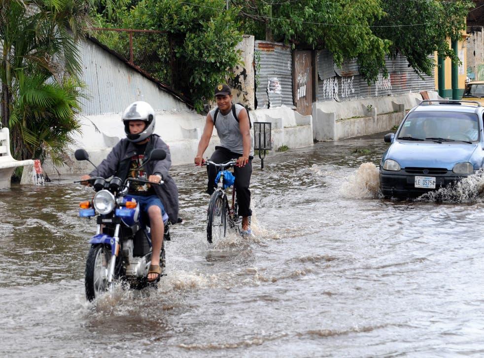 <p>Huracán Eta amenaza a Nicaragua con intensas lluvias y marejadas </p>