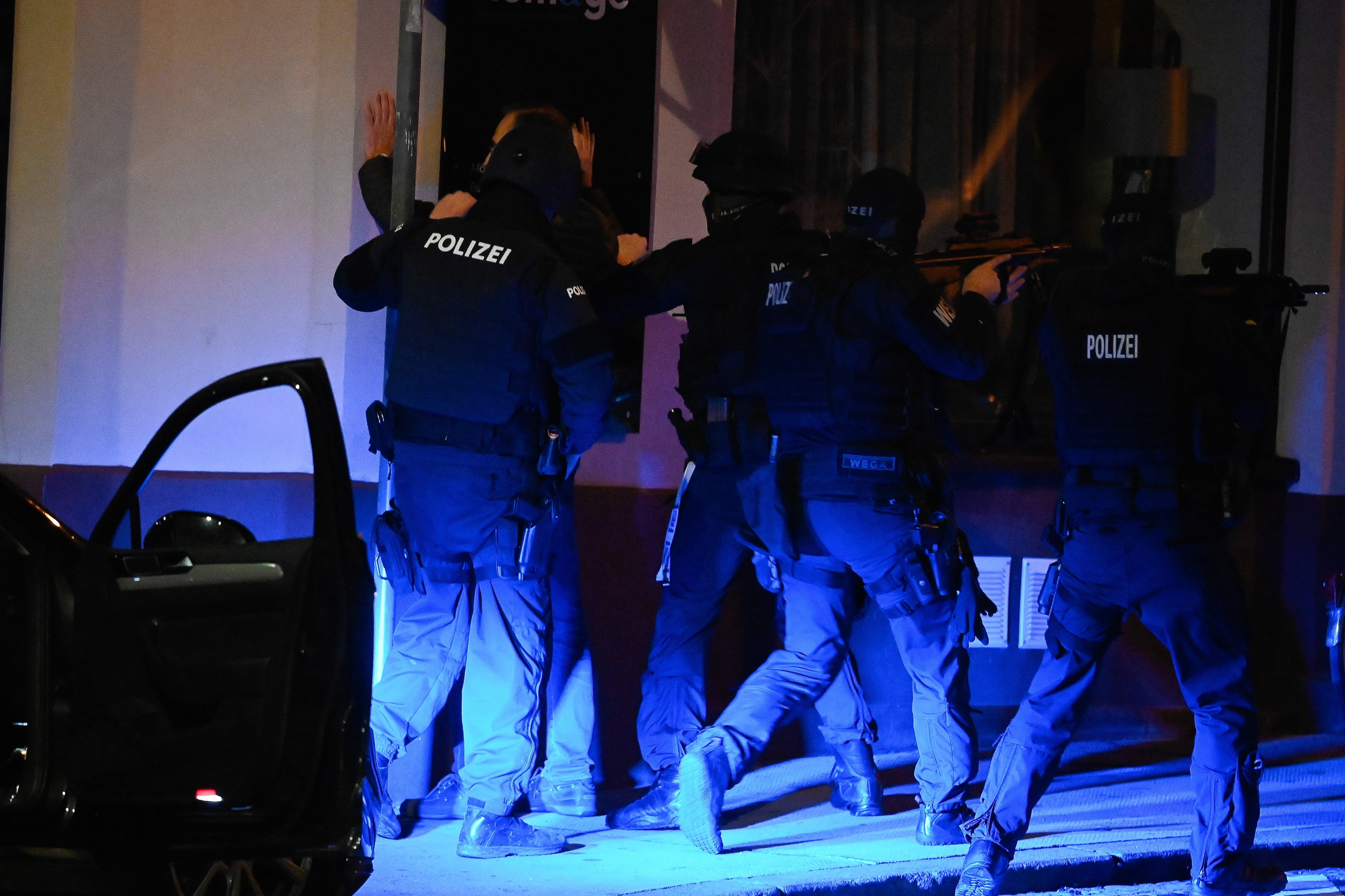 Manhunt for gunmen in Vienna after deadly suspected terror attack