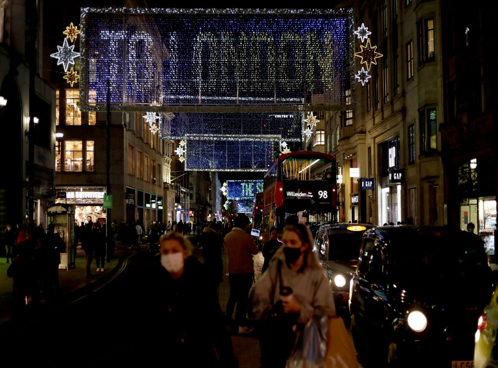 English Retailers Fret Over Christmas As Lockdown 2 0 Looms Economy Boris Johnson People Retailers Lights The Independent