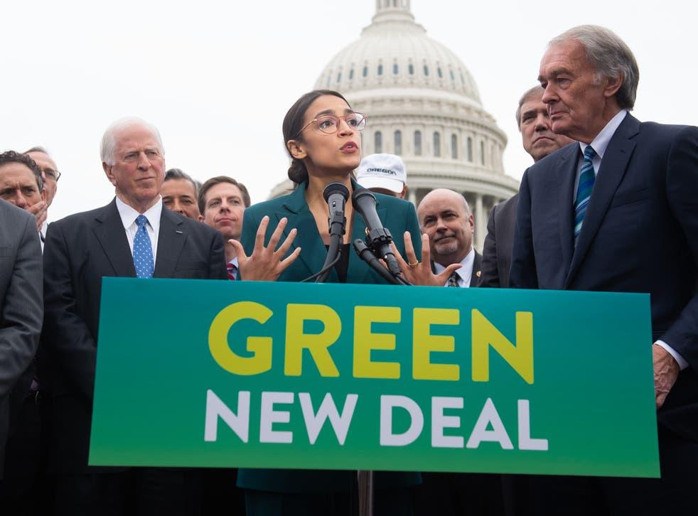 Alexandria Ocasio-Cortez y Ed Markey presentan la resolución del Green New Deal el 7 de febrero de 2019