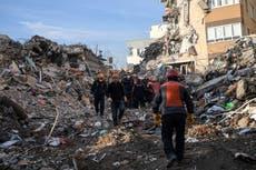 Se eleva a 116 el número de muertos por terremoto en Turquía