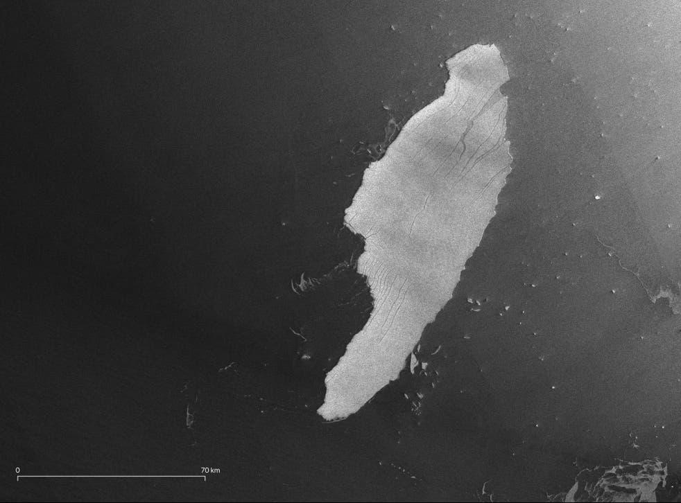 <p>Fotografía satelital del iceberg A68 tomada por el satélite Copernicus Sentinel-1, que muestra el rastro de trozos de hielo más pequeños.</p>