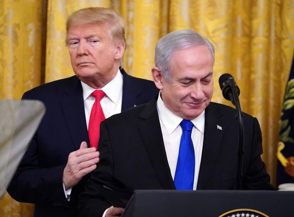 <p>Donald Trump y Benjamin Netanyahu en el anuncio del plan de paz de Oriente Medio en enero de 2020.</p>