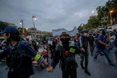 Manifestantes en Tailandia se enfrentan a la policía