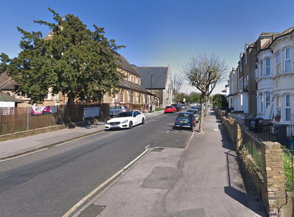 <p>La segunda víctima fue abordada por un extraño y apuñalada en el brazo en St Paul's Road.</p>