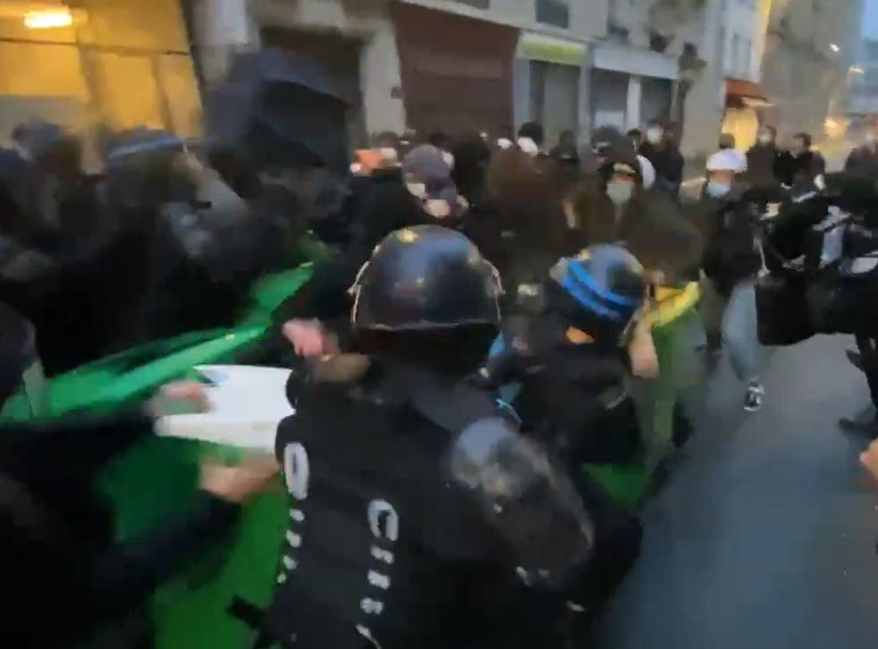 <p>Police charged into bins students had used as a barricade outside a college&nbsp;</p>