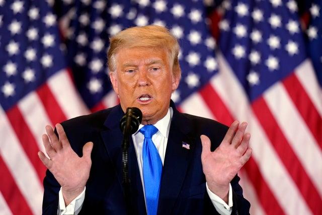 <p>Donald Trump habla la noche de las elecciones.</p>