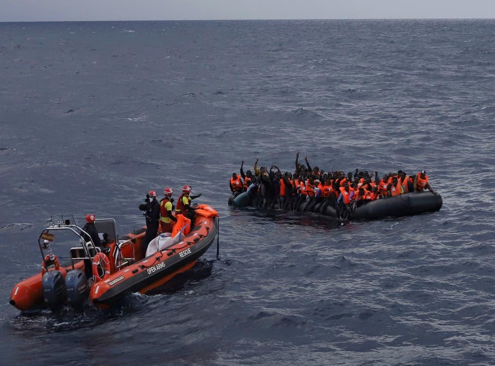 <p>Rescatistas lograron sacar de las frías aguas a las personas, 110 de ellas sobrevivieron al incidente</p>