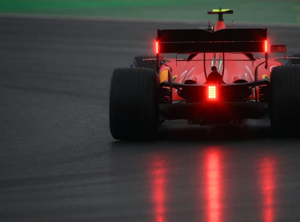<p>El piloto de Ferrari Charles Leclerc durante la tercera práctica antes del Gran Premio de Turquía, en Istanbul Park, Estambul, el 14 de noviembre de 2020.</p>