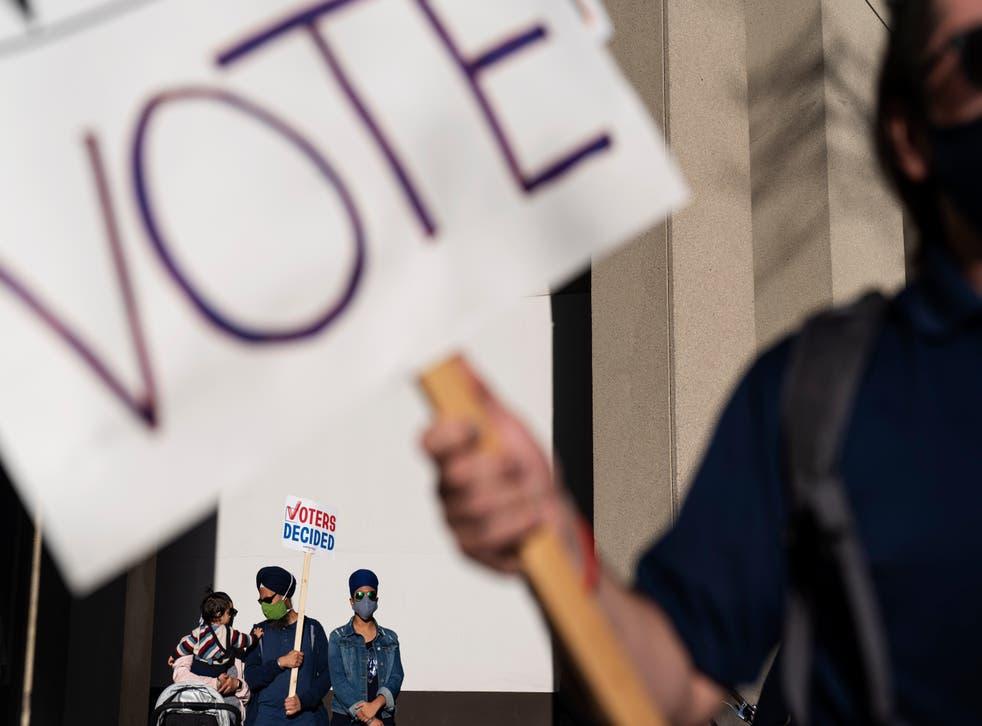 <p>Los republicanos alegaban que los libros de votación mostraban discrepancias en ciertos distritos de Detroit</p>