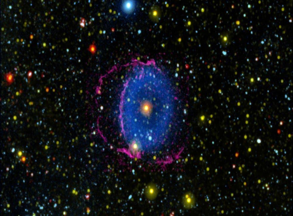 <p>Anillo azul misterioso en el espacio</p>