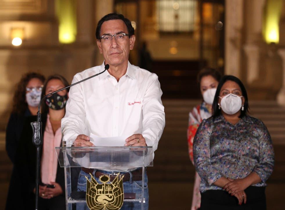 <p>El presidente de Perú, Martín Vizcarra, habla frente al palacio presidencial después de que los legisladores votaron su destitución en Lima, Perú, el lunes 9 de noviembre de 2020.</p>