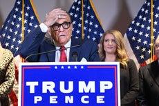 Giuliani cita a 'My Cousin Vinny' mientras expone teorías de conspiración