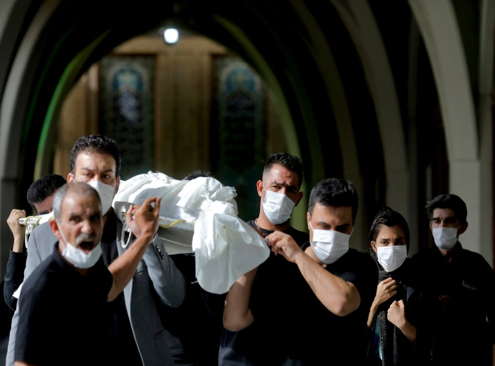 <p>En los últimos cinco días, el país ha registrado más de 430 fallecidos diarios</p>