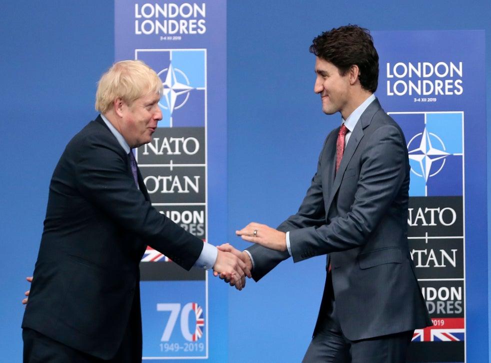<p>En imagen de archivo del miércoles 4 de diciembre de 2019, el primer ministro británico Boris Johnson, izquierda, recibe a su homólogo canadiense Justin Trudeau durante la llegada oficial de líderes de la OTAN en el hotel The Grove, en Watford, Inglaterra.</p>