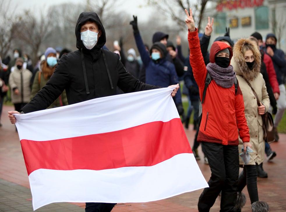 <p>Fue el decimosexto domingo seguido en que se suceden protestas en contra del presidente Alexander Lukashenko.</p>