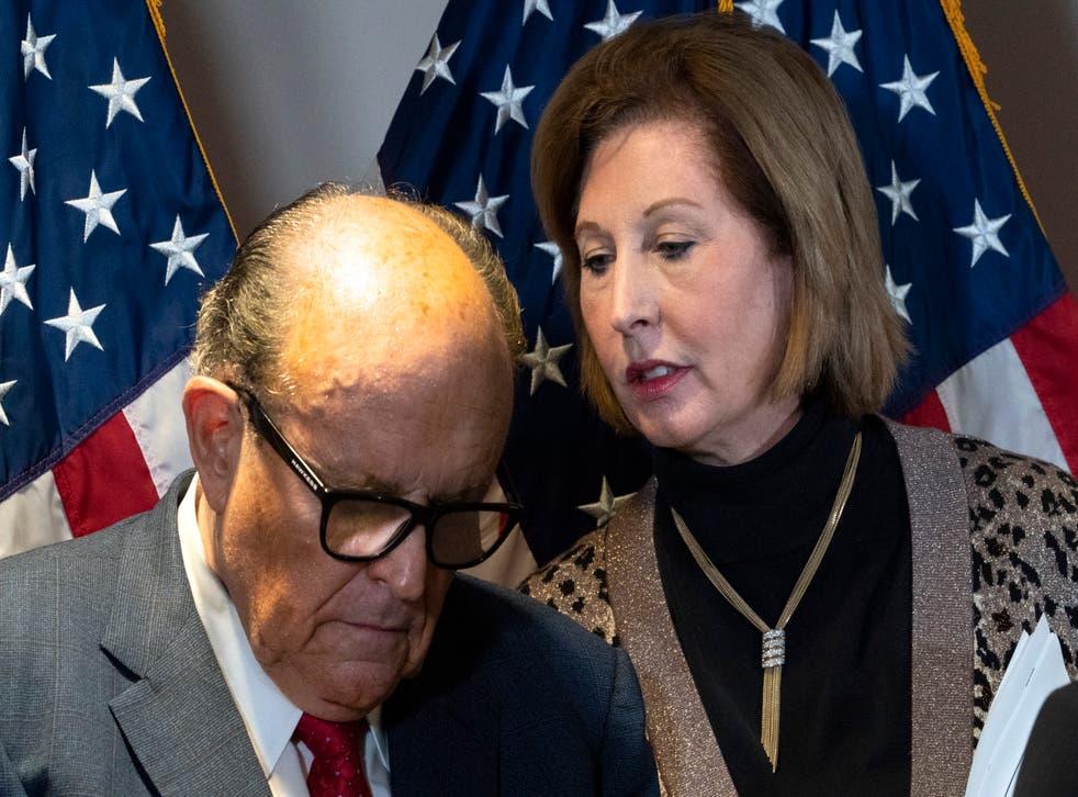 <p>Desde Rudy Giuliani hasta Fox News. Estos son los personajes que destacaron en este 2020.&nbsp;</p>