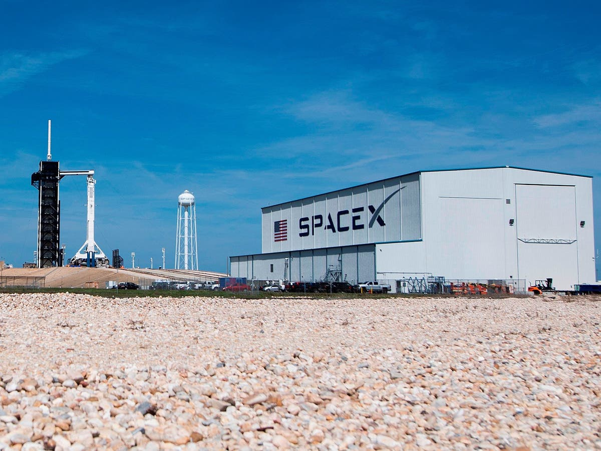 SpaceX scrubs record-breaking Starlink launch