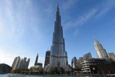 Viajeros quedan varados en los EAU tras restricción del Reino Unido