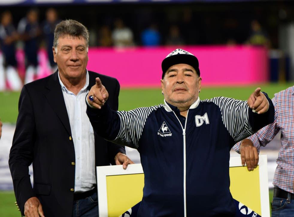 Maradona previo al partido entre Gimnasia y Boca Juniors.