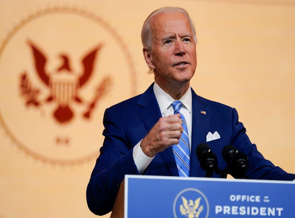 El presidente electo Joe Biden pronuncia un discurso el día antes del Día de Acción de Gracias, el 25 de noviembre.
