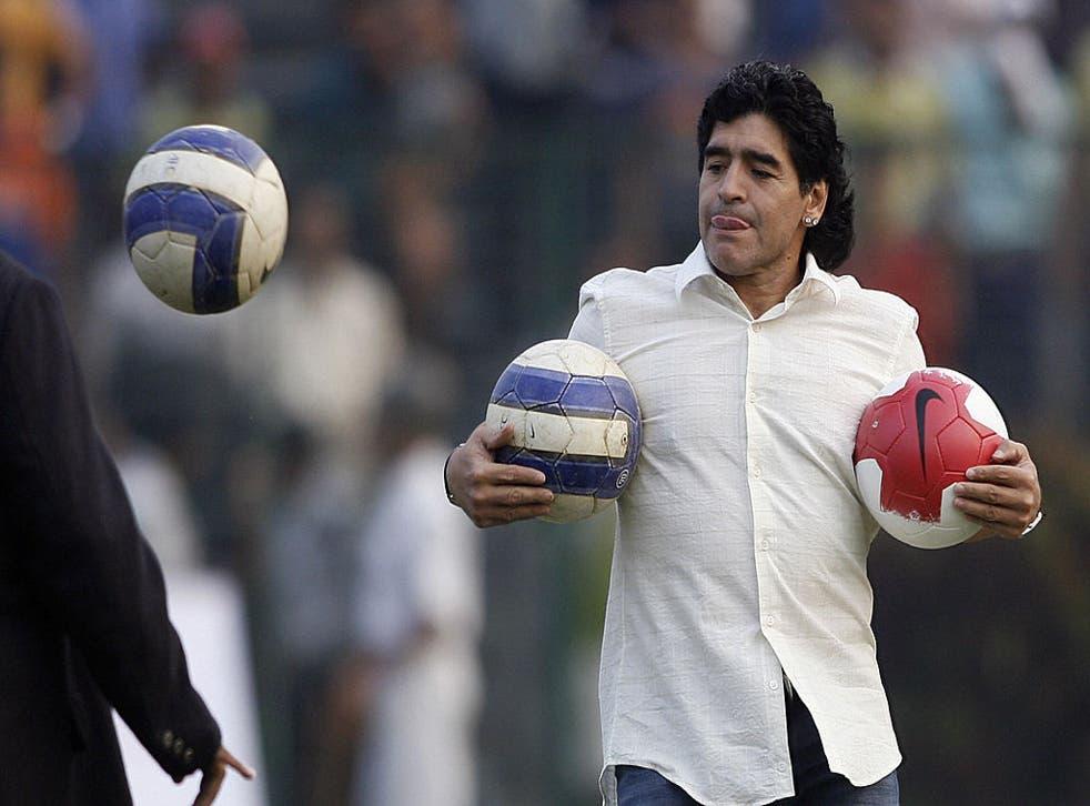 Tras las polémicas declaraciones de Maradona, el actor de doblaje Humberto Vélez respondió duramente al futbolista.