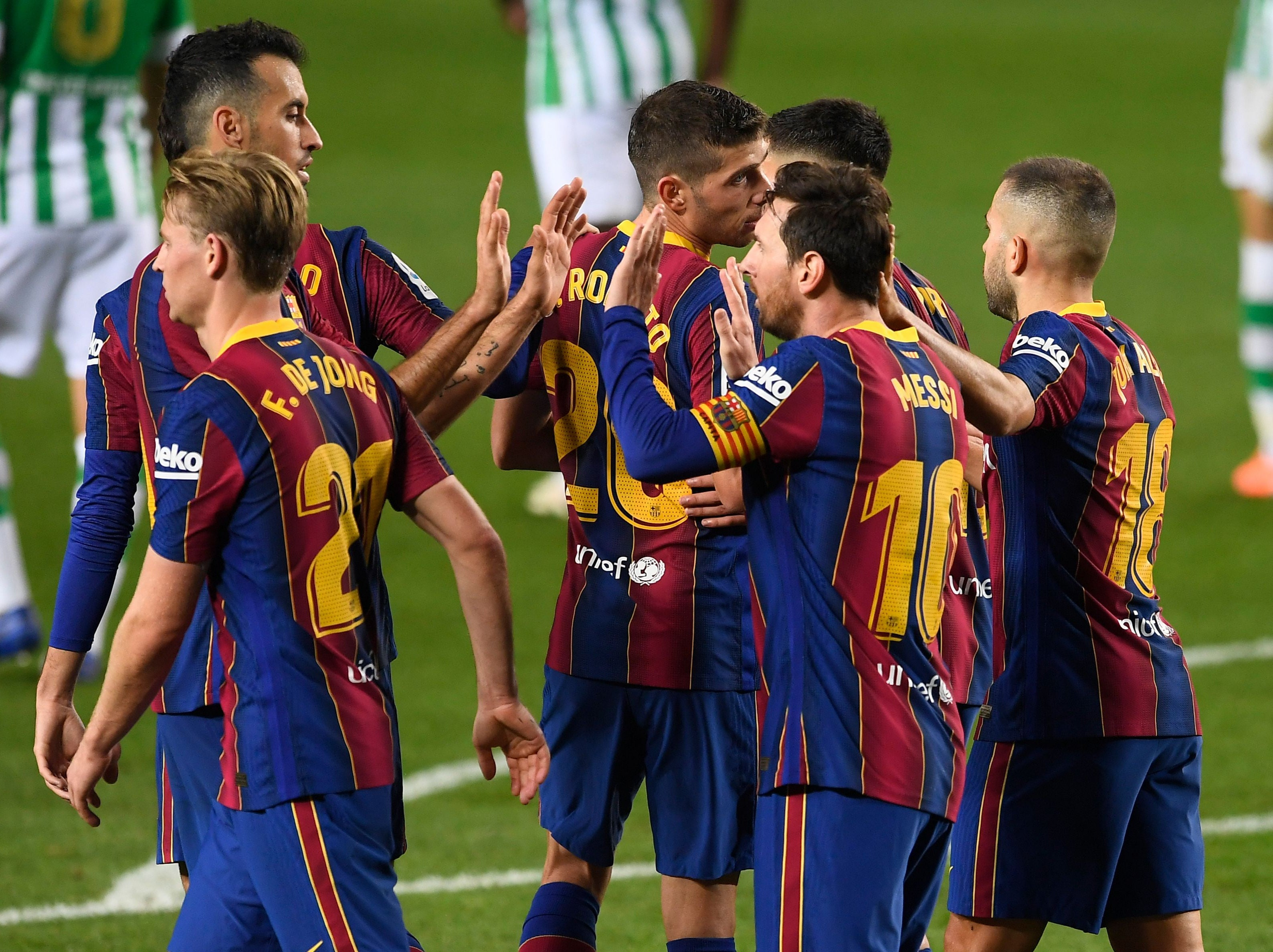 Barcelona players agree to wage cuts worth €120m