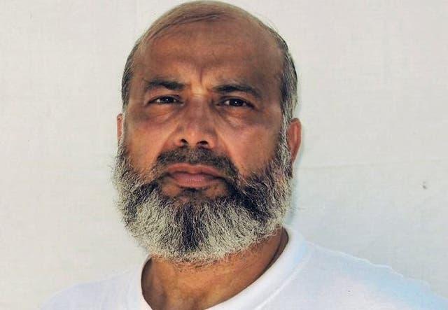 En esta foto sin fecha provista por sus abogados, se ve a Saifullah Paracha, detenido en la prisión estadounidense en Guantánamo, Cuba. El paquistaní de 73 años lleva 16 años encerrado sin cargos, informó su abogada el 19 de noviembre de 2020.