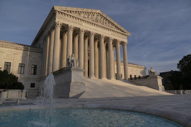 Edificio de la Corte Suprema, Washington, 5 de noviembre de 2020. El intento del presidente estadounidense Donald Trump de excluir a las personas que viven ilegalmente en el país de conteo del censo para asignar escaños en el Congreso se encamina a la Corte Suprema.