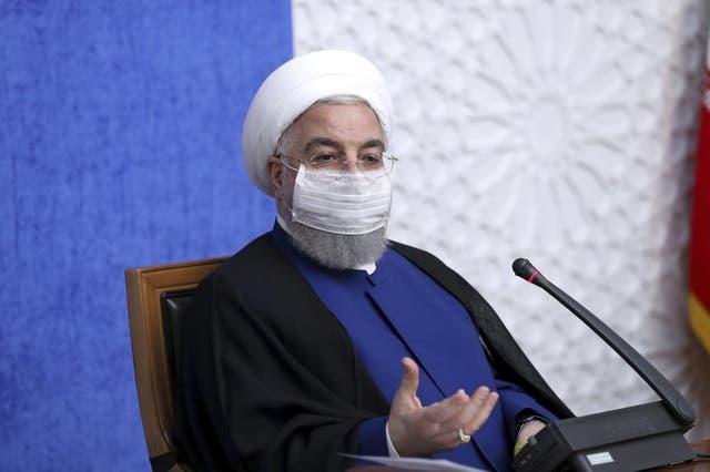 El presidente iraní Hassan Rouhani habla en conferencia de prensa en Teherán, Irán, el 8 de noviembre de 2020.