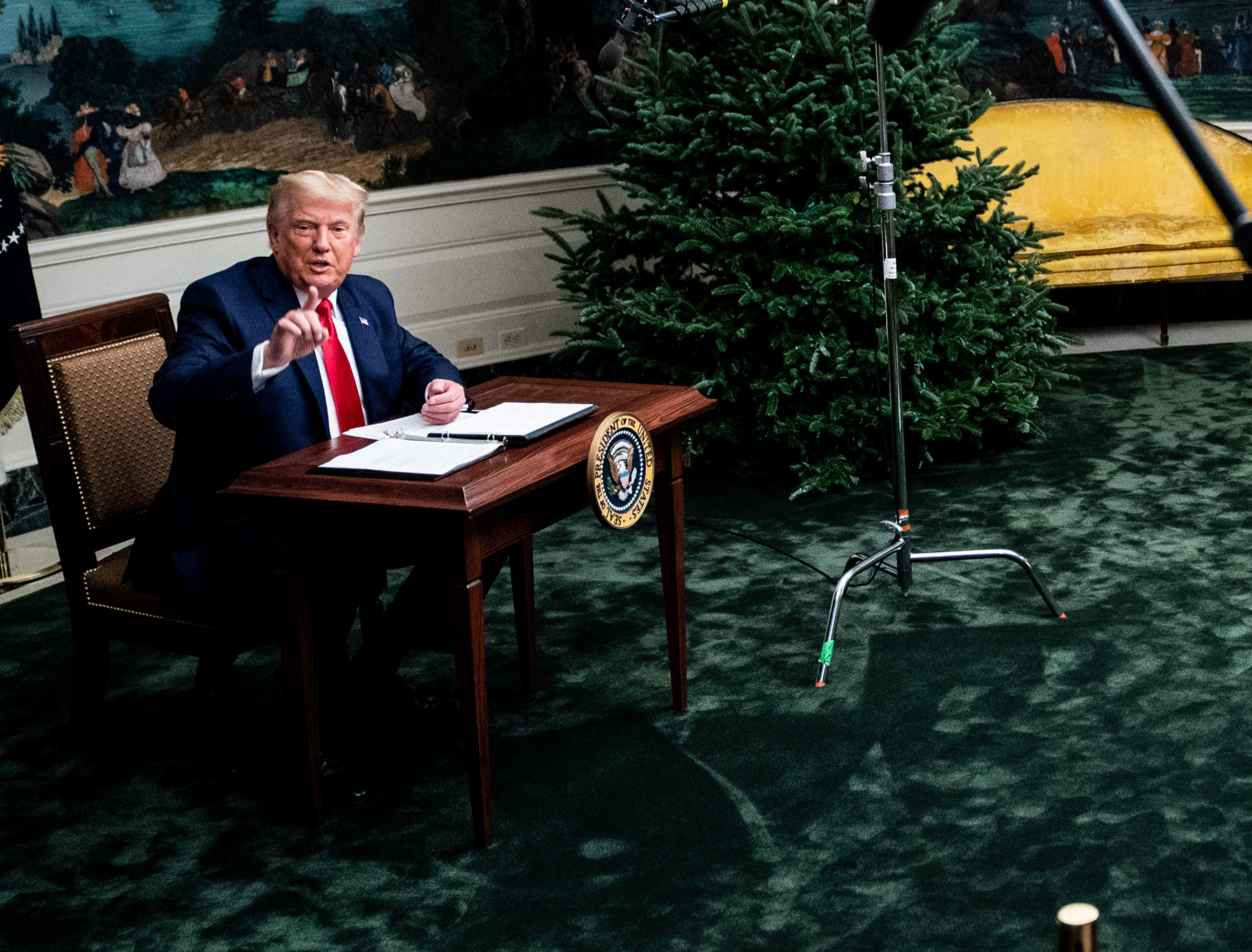 Trump's 'tiny desk' turned into children's toys in latest meme