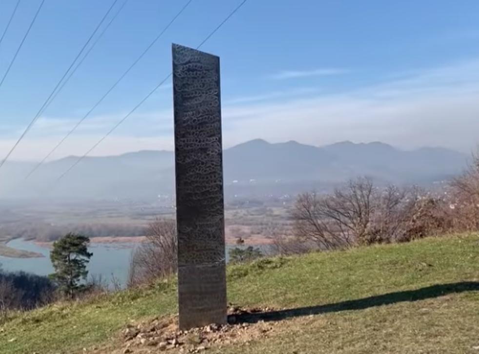 <p>Monolito encontrado en Rumania</p>