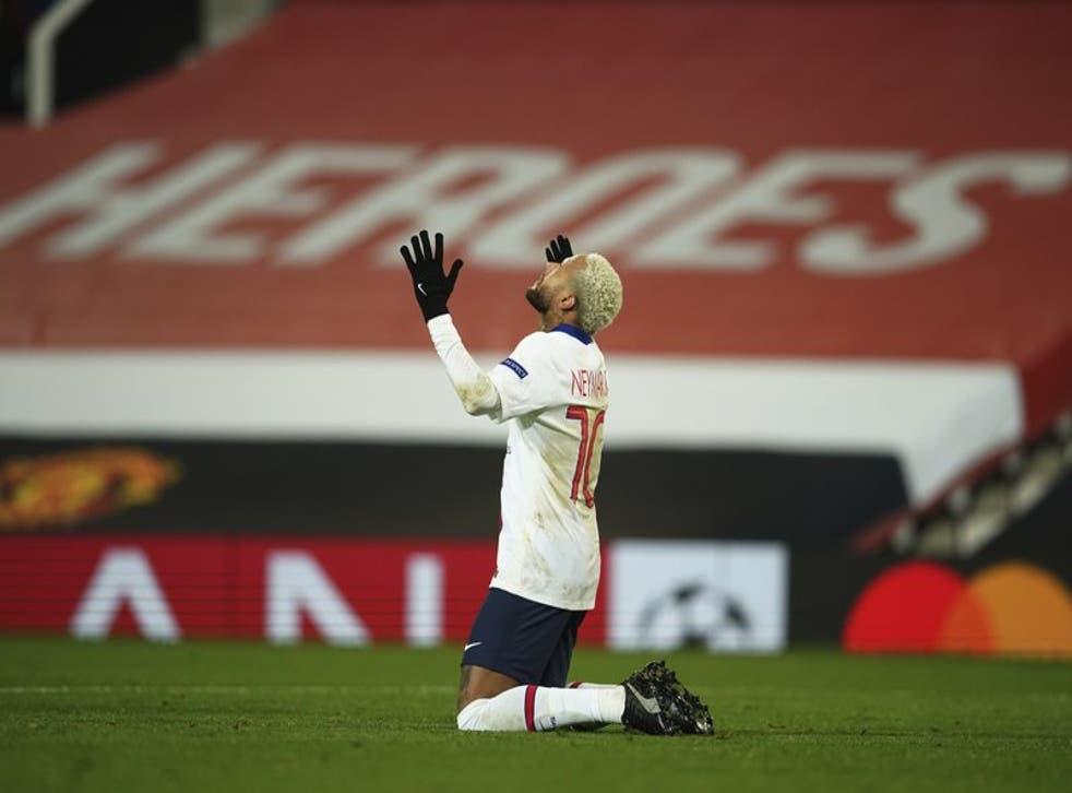 El brasileño festeja luego de anotar el tercer gol de su equipo ante el Manchester United.