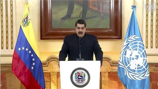 En esta imagen tomada del video de UNTV, el presidente venezolano Nicolás Maduro habla en un mensaje pregrabado que fue reproducido durante la sesión especial de la Asamblea General de la ONU para discutir la respuesta al COVID-19 y el mejor camino para recuperarse de la pandemia el jueves 3 de diciembre de 2020, en la sede de la ONU, en Nueva York. Los venezolanos concurirán el domingo a las urnas para elegir una nueva Asamblea Nacional en unos comicios boicoteados por las principales fuerzas opositoras y cuestionados por Estados Unidos, la Unión Europea y la mayoría de los países de la región.
