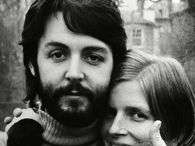 <p>Paul McCartney con su esposa Linda en 1970, días después de que anunciara que los Beatles nunca volverían a trabajar juntos.</p>