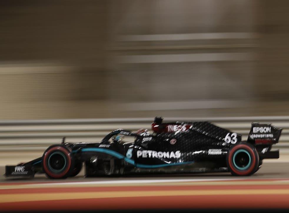 El piloto británico George Russell, de Mercedes, conduce en la primera sesión de prácticas para el Gran Premio de Sakhir, Bahréin, en el Circuito Internacional de Bahréin, el viernes 4 de diciembre de 2020.