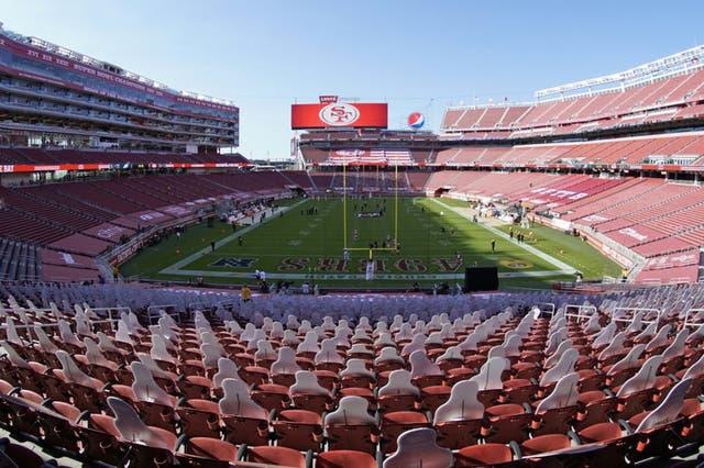 ARCHIVO.- Foto del 4 de octubre del 2020 del Levi's Stadium vacío durante el juego entre los 49ers de San Francisco y los Eagles de Filadelfia. El martes 1 de diciembre del 2020 los 49ers tendrán que jugar fuera las próximas tres semanas debido a las restricciones que impuso el condado de Santa Clara por el COVID-19
