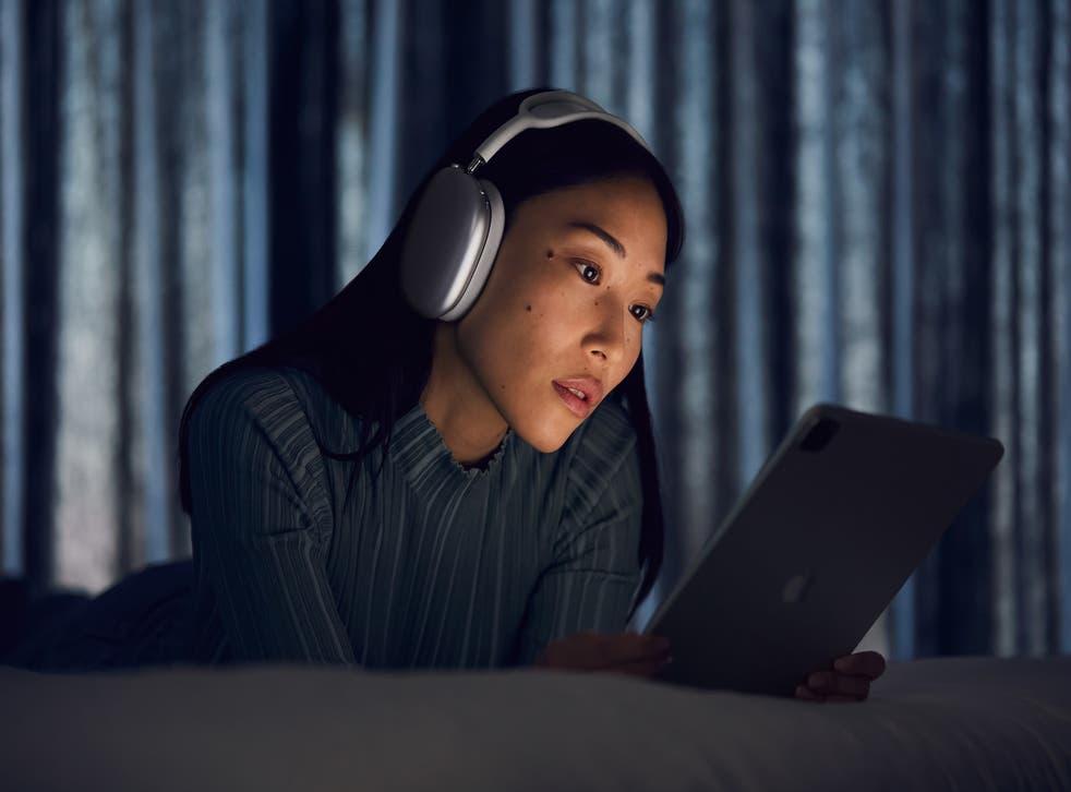 <p>Es la primera incursión de Apple en este estilo de audífonos</p>